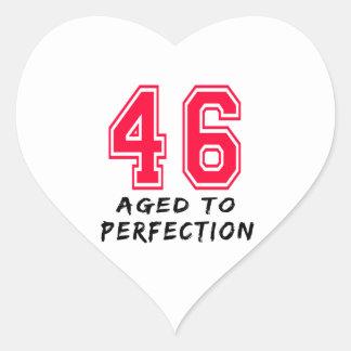 46 envejeció al diseño del cumpleaños de la pegatina corazon personalizadas