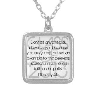 4:12 graduado de Timothy del verso 1 de la biblia Colgante Cuadrado