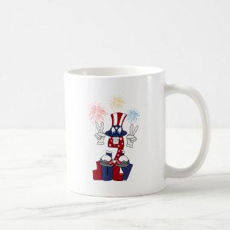 4 de julio dibujo animado taza de café
