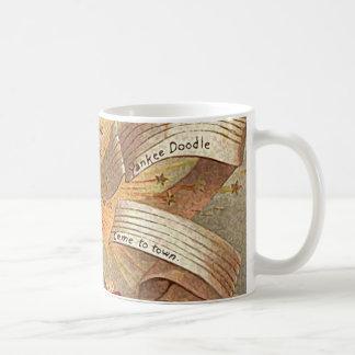 4 de julio doodle del yanqui del vintage taza básica blanca