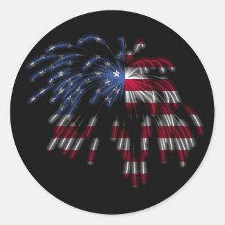 4 de julio fuegos artificiales y la bandera etiqueta redonda