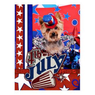 4 de julio - Yorkie - Vinnie Tarjeta Postal
