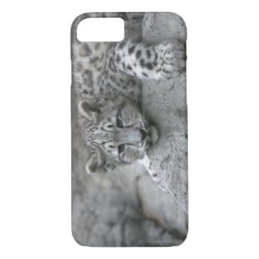 USA Themed 4 month old Snow leopard cub draped over a rock iPhone 8/7 Case