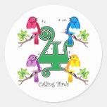 4 pájaros de llamada pegatina redonda