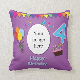 4ta almohada feliz del cumpleaños con su foto