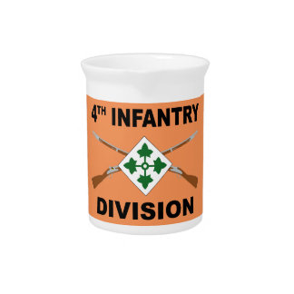 4th Infantry Division - Crossed Rifles - With Text Pitcher