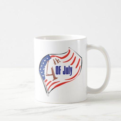 4to de la bandera americana de julio taza básica blanca