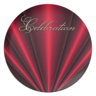 4to de la placa roja de la celebración del plisado platos para fiestas