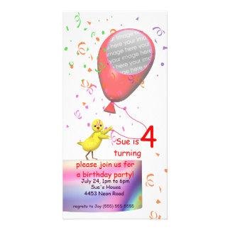 4to El pollo de la fiesta de cumpleaños invita al  Tarjeta Fotográfica Personalizada