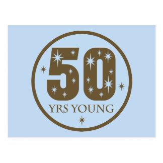 50 años de 50.o regalo de cumpleaños de los jóvene postal
