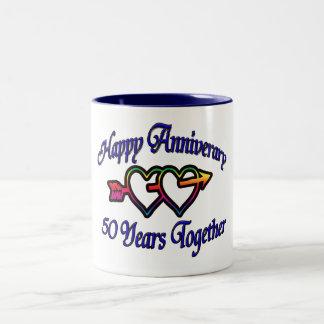 50 años junto taza de café de dos colores