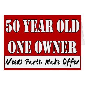 50 años, un dueño - las piezas de las necesidades, tarjeta de felicitación