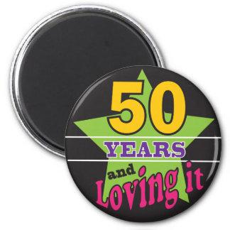 ¡50 años y amor de él! 50.o cumpleaños del | imán redondo 5 cm