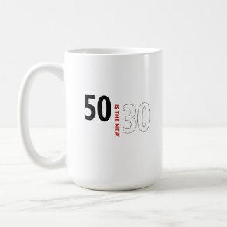 50 es los nuevos 30 taza clásica