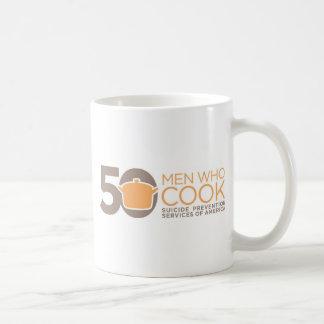 50 hombres que cocinan la ropa del logotipo taza