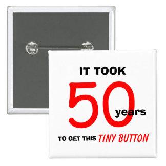 50.o Botón de los regalos de la mordaza del cumple Pin Cuadrado