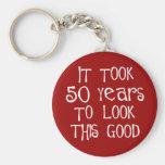 ¡50.o cumpleaños, 50 años para mirar esto bueno! llavero personalizado