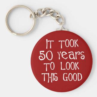 ¡50.o cumpleaños, 50 años para mirar esto bueno! llavero redondo tipo pin