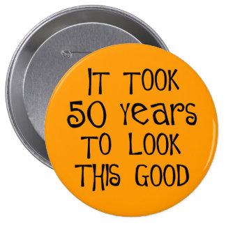 ¡50.o cumpleaños, 50 años para mirar esto bueno! pin redondo de 4 pulgadas