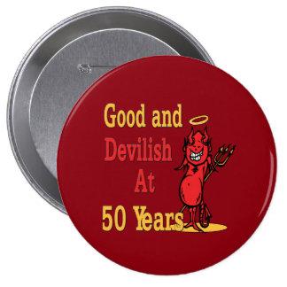 50.o cumpleaños bueno y diabólico pin redondo de 4 pulgadas