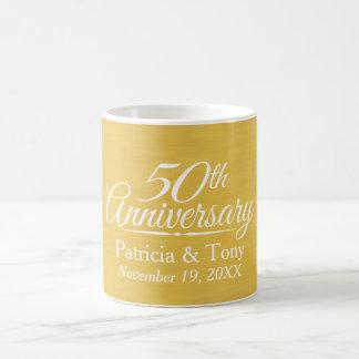 50.o De oro personalizada del aniversario de boda Taza Básica Blanca