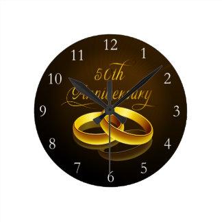 50.o Escritura del oro del aniversario el | Reloj Redondo Mediano