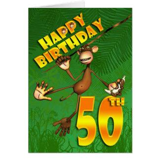 50.o mono feliz del cumpleaños que balancea con el tarjeta de felicitación