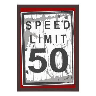 50 o Muestra sucia del límite de velocidad de la f Invitación Personalizada