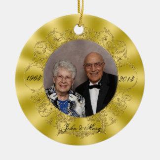 50.o Ornamento de la foto del aniversario de boda Adorno Navideño Redondo De Cerámica