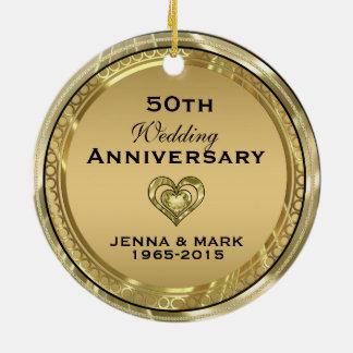 50.o Ornamento del aniversario de boda del oro Adorno Navideño Redondo De Cerámica