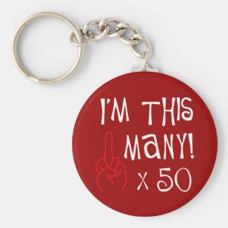 50.o saludo del dedo medio del cumpleaños llavero redondo tipo pin