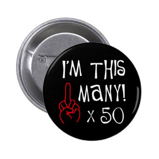 50.o saludo del dedo medio del cumpleaños pin redondo 5 cm