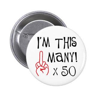 50.o saludo del dedo medio del cumpleaños pin redondo de 2 pulgadas