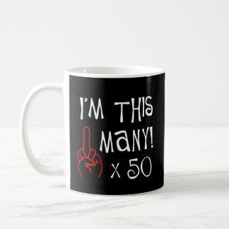 50 o saludo del dedo medio del cumpleaños taza de café