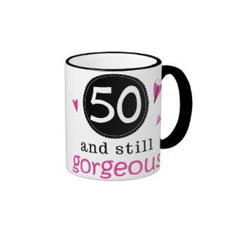 50 y aún idea magnífica del regalo de cumpleaños p taza de café