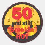 50 y aún Smokin calientes Pegatina Redonda
