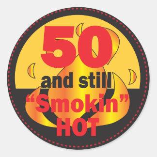 50 y pegatinas calientes de Smokin Pegatina Redonda