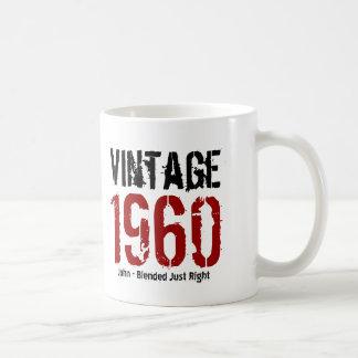 55.o Vintage del cumpleaños 1960 o cualesquiera Taza Básica Blanca