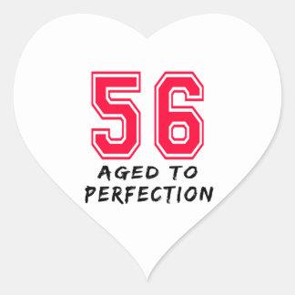56 envejeció al diseño del cumpleaños de la pegatinas de corazon