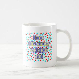 56 puntos rojos viejos taza de café