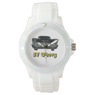 57 Chevy deportivo con el reloj blanco de la