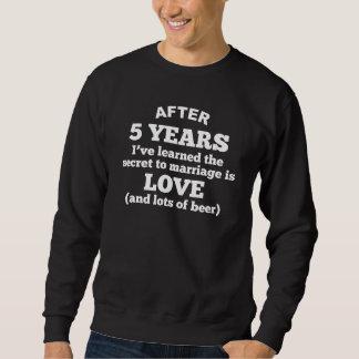 5 años de amor y de cerveza sudadera