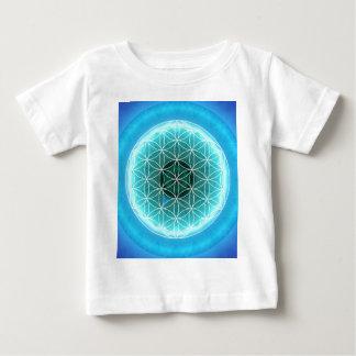 5 azules claros del chakra de la garganta creados t-shirt