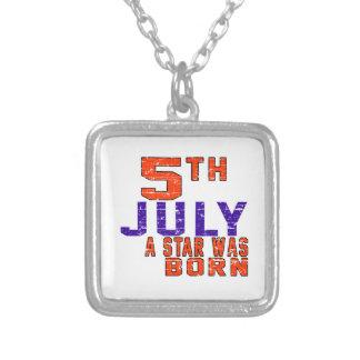 5 de julio una estrella nació colgante cuadrado