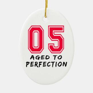 5 envejeció al diseño del cumpleaños de la perfecc ornamente de reyes