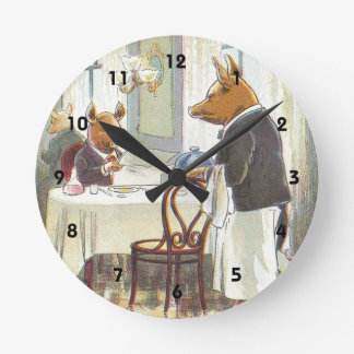 5 Little Pigs: The Roast Beef Pig Round Clock