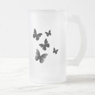5 mariposas negras taza de cristal