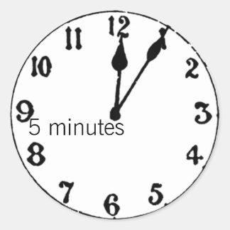 5 minutes classic round sticker