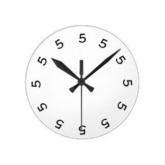 5 o clock Simple Wall Clock