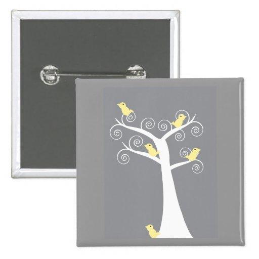 5 pájaros amarillos en un botón del árbol